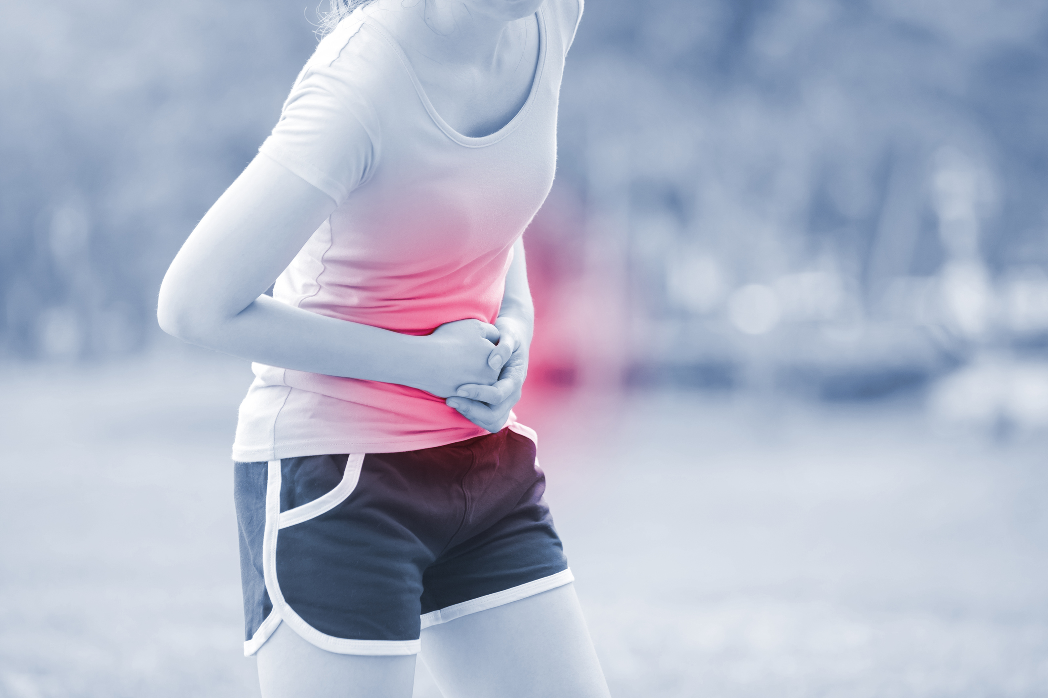 runner suffers stomach cramp