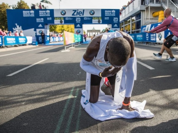 kipchoge breaks marathon world record