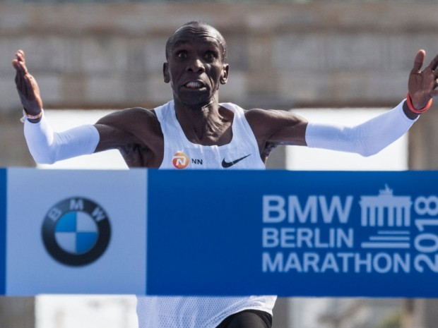 kipchoge breaks marathon record