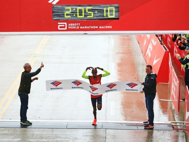 Mo Farah wins Chicago Marathon