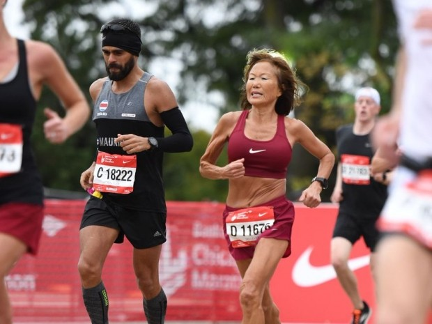 70-year-old woman runs insanely fast marathon in Chicago
