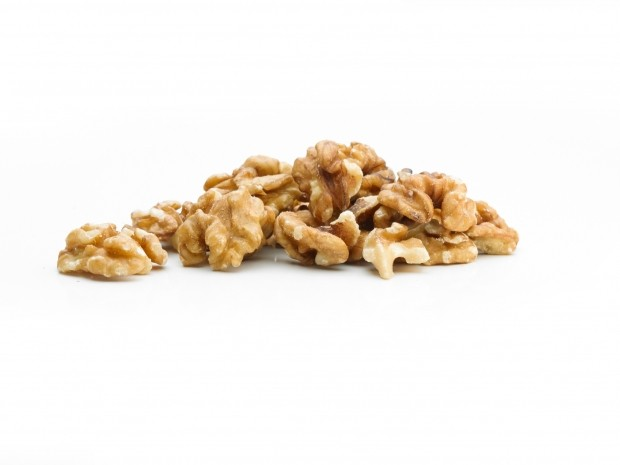 what runners should eat in the winter - walnuts