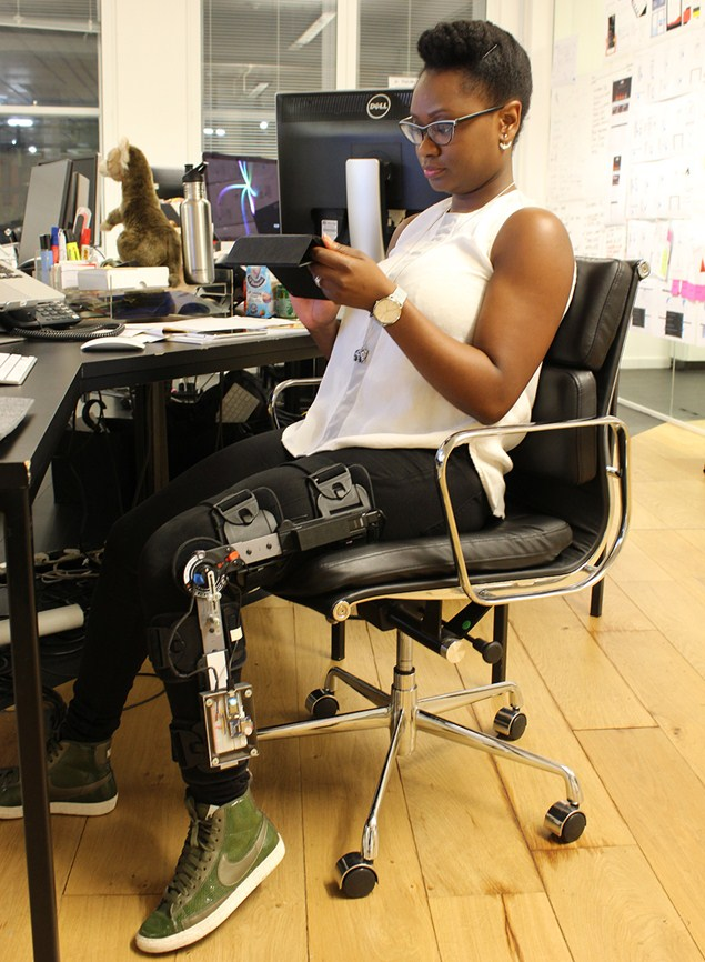 Lola Oyelayo, Director of Strategy & User Experience at Head, sports her custom knee brace.