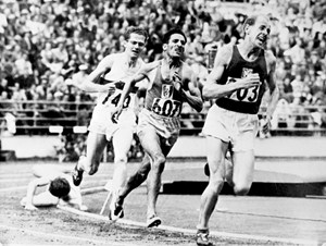 Zatopek leads on the home stretch of the 1952 5000m (credit: CORR/AFP/Getty Images)