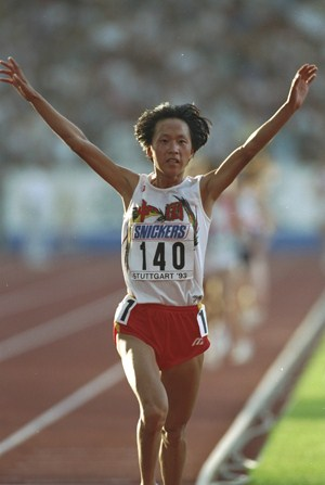 Junxia Wang celebrates victory in the 10,000m in 1993. Picture credit: Mike Powell/Getty Images.